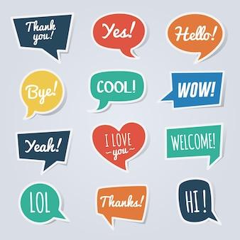Bocadillo de diálogo de papel con mensajes cortos