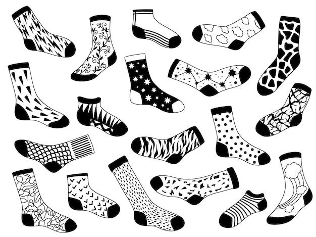 Boceto de calcetín. calcetines de moda largos y cortos dibujados a mano con estrellas, líneas y nubes. esquema de ropa interior. conjunto de vector de patrones cálidos y acogedores. calcetines elegantes largos y cortos con ilustración de moda de patrón