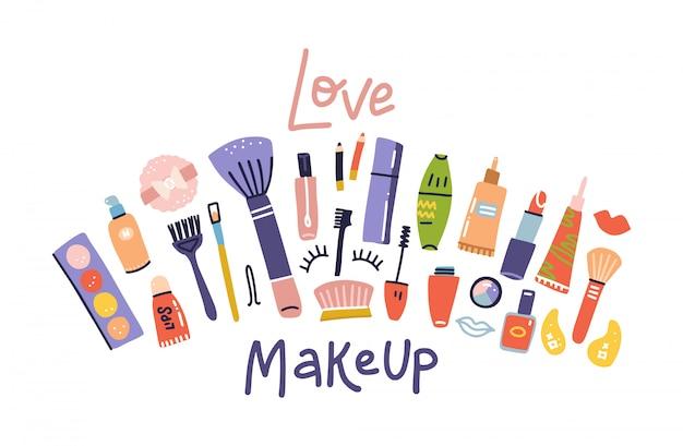Boceto de productos cosméticos, banner de moda. pinceles, paletas, lápiz labial, lápiz de ojos, ilustraciones de esmalte de uñas en blanco. tienda de cosméticos, salón de belleza. cita de letras - maquillaje de amor