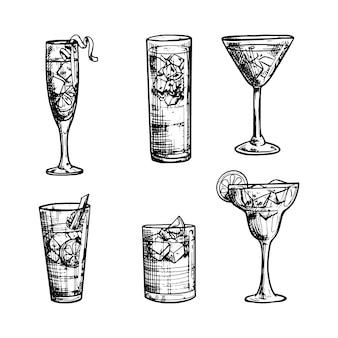Bocetos de colección de cócteles dibujados a mano.