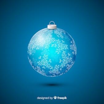 Bola de navidad de cristal sobre fondo azul.