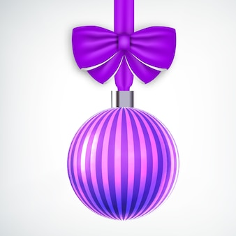 Bola de navidad violeta a rayas realista decorada con cinta en blanco
