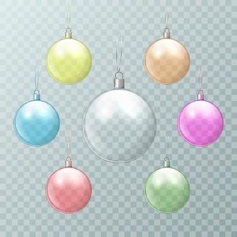 Bolas de navidad de vidrio multicolor sobre un fondo transparente