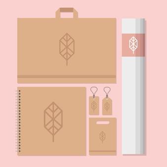 Bolsa de compras y paquete de elementos de conjunto de maquetas en diseño de ilustración rosa