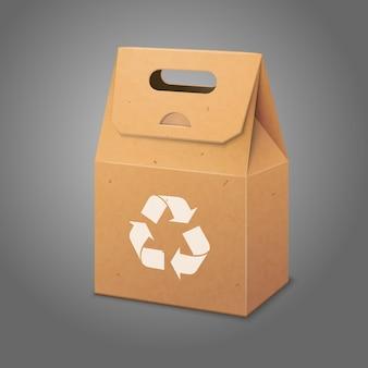 Bolsa de embalaje de papel en blanco con asa y lugar para su diseño y marca con letrero de reciclaje.