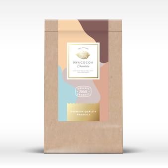 Bolsa de papel artesanal con maqueta de empaque de chocolate y cacao