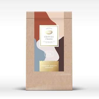 Bolsa de papel artesanal con maqueta de empaque de chocolate y café