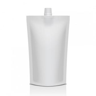 Bolsa de plástico doypack blanca con pico. embalaje flexible para comida o bebida.