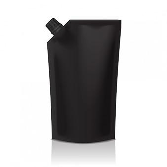 Bolsa de plástico doypack negra en blanco con boquilla. embalaje flexible para comida o bebida.