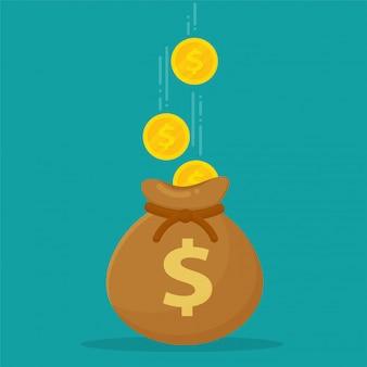 Bolsas de dinero colocadas en billetes y monedas de dólar.