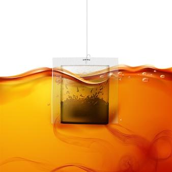Bolsita de té realista sumergida en agua caliente