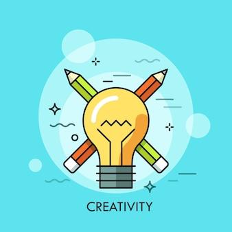 Bombilla contra lápices cruzados sobre fondo. concepto de creatividad.