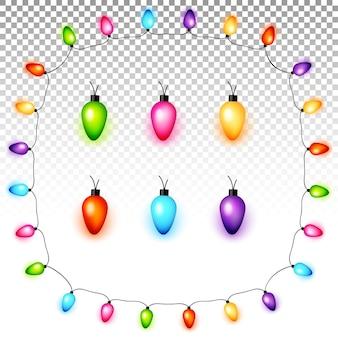 Bombillas de luz de navidad de colores sobre fondo transparente
