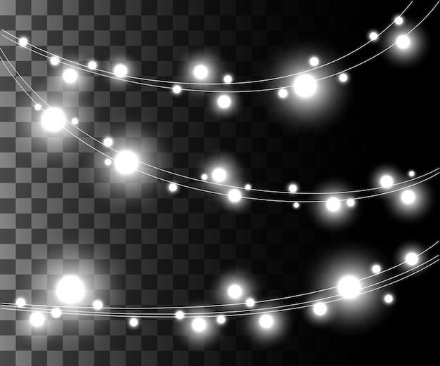 Bombillas de luz plateadas que brillan intensamente horizontales para guirnaldas navideñas, efecto de decoraciones navideñas en el juego de página web de fondo transparente y diseño de aplicaciones móviles