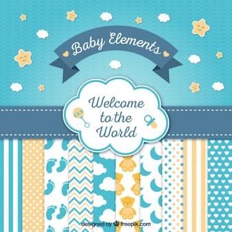 Bonita tarjeta de bienvenida de bebé con simpáticos elementos