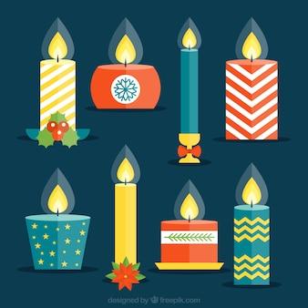 Bonitas velas decorativas de navidad en diseño plano