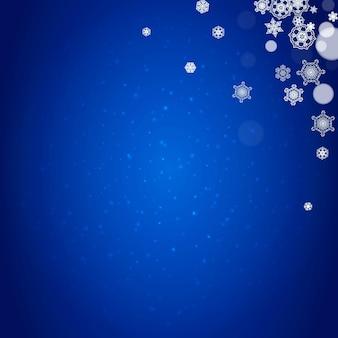 Borde de copo de nieve para la celebración de navidad y año nuevo. borde de copo de nieve de vacaciones sobre fondo azul con destellos. para pancartas, cupones de regalo, vales, anuncios, eventos de fiesta. caída de nieve helada.