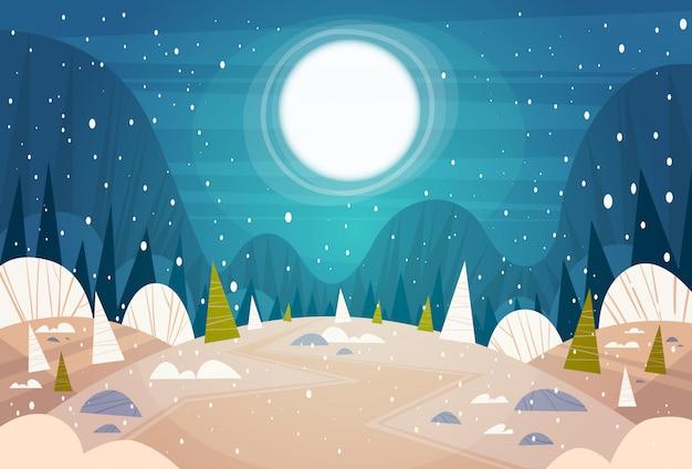 Bosque de invierno paisaje luna brillando sobre árboles nevados, feliz navidad y feliz año nuevo banner vacaciones concepto