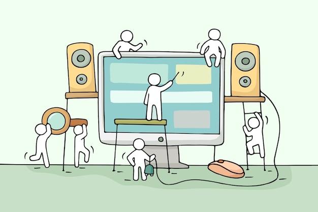 Bosquejo de gente pequeña que trabaja con la computadora. doodle lindo trabajo en equipo en miniatura con altavoces, mouse de computadora. ilustración de dibujos animados dibujados a mano para diseño de negocios.