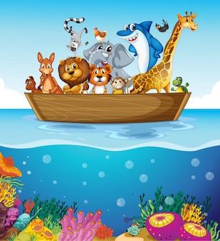 Un bote en el mar con animales
