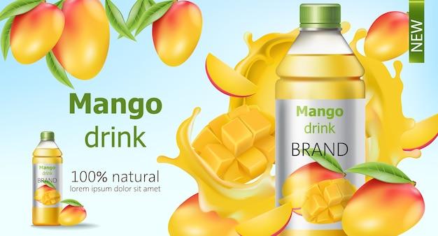 Botella de bebida de mango natural rodeada de frutas en rodajas y enteras y jugo que fluye. lugar para el texto. realista