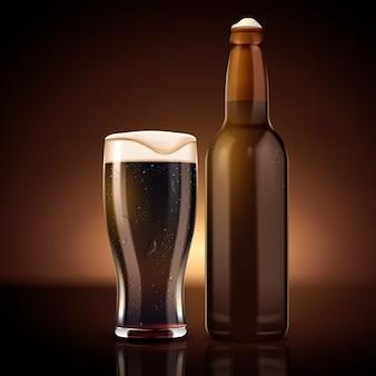 Botella de cerveza en blanco con ilustración de taza de vidrio