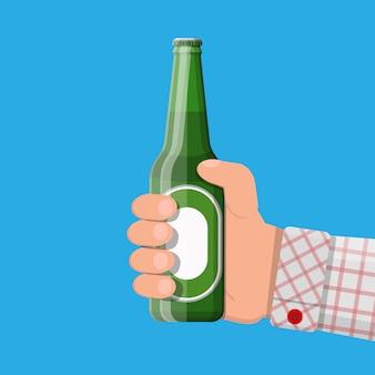 Botella de cerveza con vaso. bebida de alcohol de cerveza.