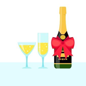 Botella de champagne y copas llenas.