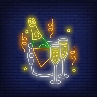 Botella de champagne en el cubo de hielo de neón