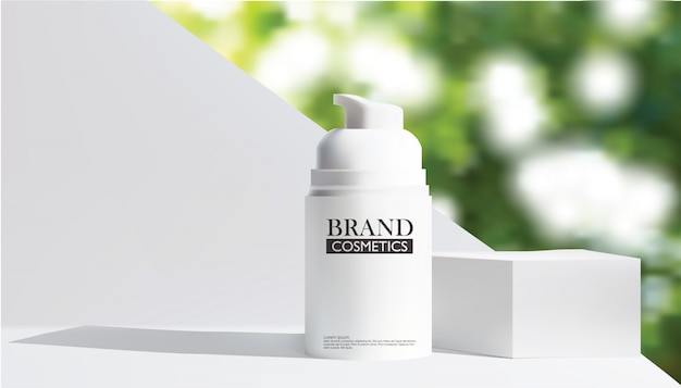 Botella cosmética blanca realista con bokeh verde