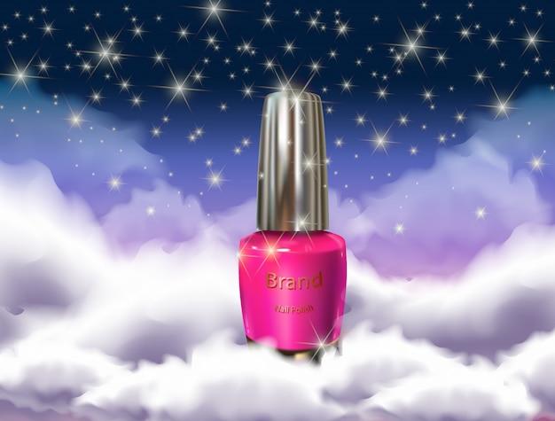 Botella de esmalte de uñas en las nubes