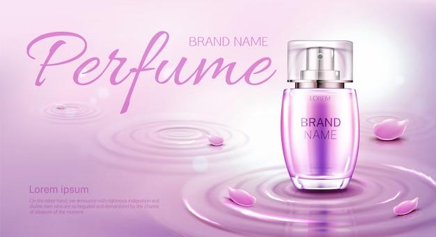 Botella de perfume en la superficie del agua con círculos. plantilla de banner o publicidad