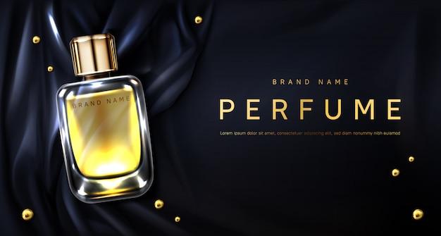Botella de perfume en tela de seda negra.