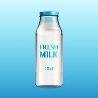 Botella de vidrio etiquetada con etiqueta de leche fresca y llena de bebida láctea, ilustración realista sobre fondo azul. plantilla de envasado de matraz de leche.