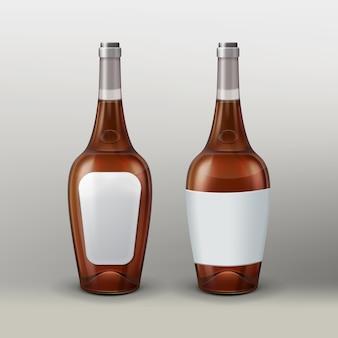 Botellas de vector con etiquetas vacías, vista frontal y posterior aisladas sobre fondo degradado