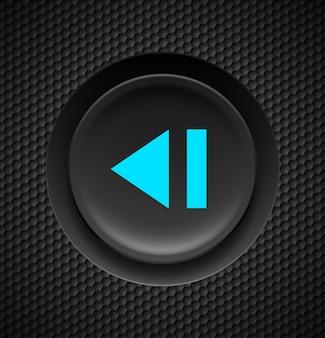 Botón negro con signo azul de retroceso rápido sobre fondo de carbono.