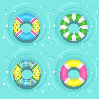 Boya de vida flotando en la piscina. anillo de goma de playa sobre el agua en el fondo. lifebuoy, lindo juguete para niños. círculo inactivo. buque cinturón de rescate para salvar personas.