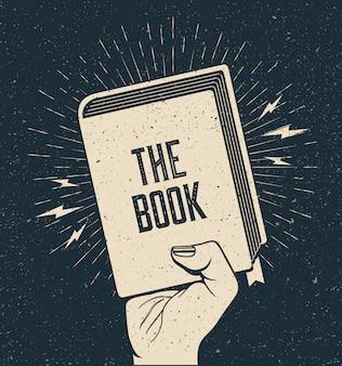 Brazo levantado sosteniendo un libro. lectura de libros, educación, aprendizaje, concepto de regreso a la escuela.