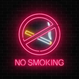 Brillante letrero de neón para no fumar en la pared de ladrillo oscuro de la discoteca o bar.
