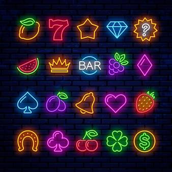 Brillantes iconos de neón para máquinas tragamonedas de casino.