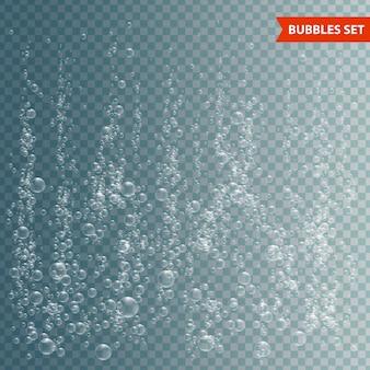Burbujas bajo el agua sobre fondo transparente