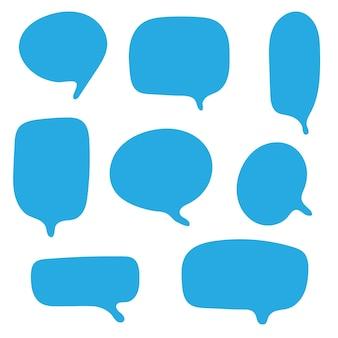 Burbujas de discurso azul en blanco conjunto de dibujos animados garabatos cuadro de chat aislado sobre fondo blanco