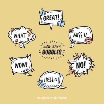 Burbujas de discurso dibujado a mano sobre fondo marrón