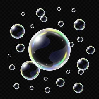 Burbujas de jabón realistas aisladas