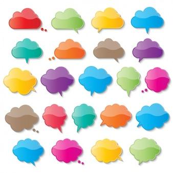 Burbujas de texto de colores con forma de nube