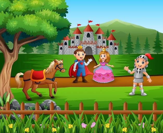 Caballero con princesa y príncipe pareja en el patio del castillo