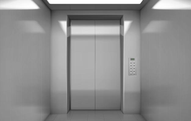 Cabina de ascensor vacía con puertas de acero cerradas.