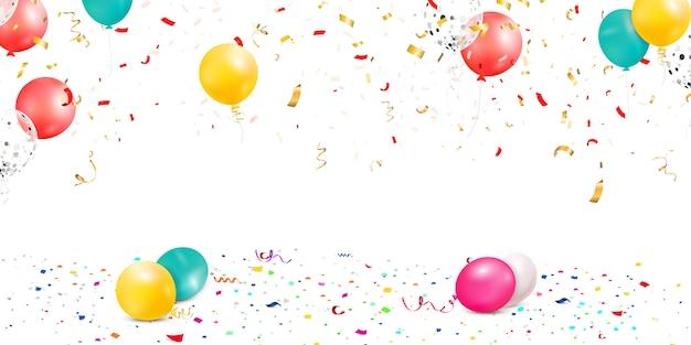 Cae confeti colorido brillante, cinta, celebración de estrellas, serpentina aislado sobre fondo blanco. confeti volando en el piso con globos.
