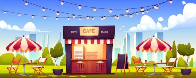 Cafetería al aire libre, cabina de verano en el parque, comida callejera