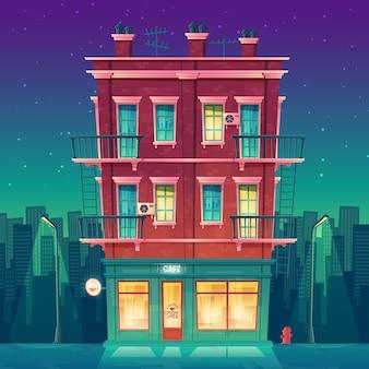 Cafetería de veinticuatro horas en un apartamento residencial de varias plantas por la noche